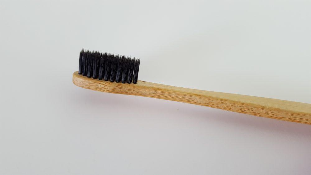 cepillo de dientes de madera