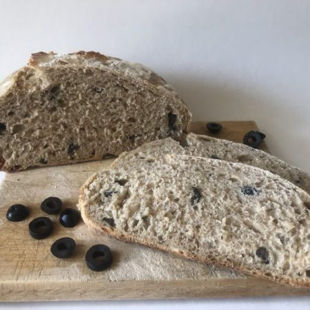 Pan de aceitunas con romero (masa madre)