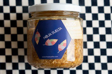 Ajos picados y macerados en aceite de oliva