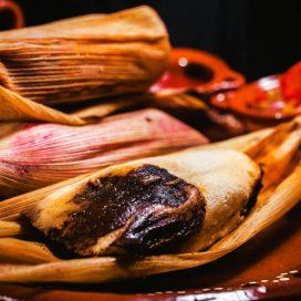 Tamales veganos de setas y mole (3 unid)